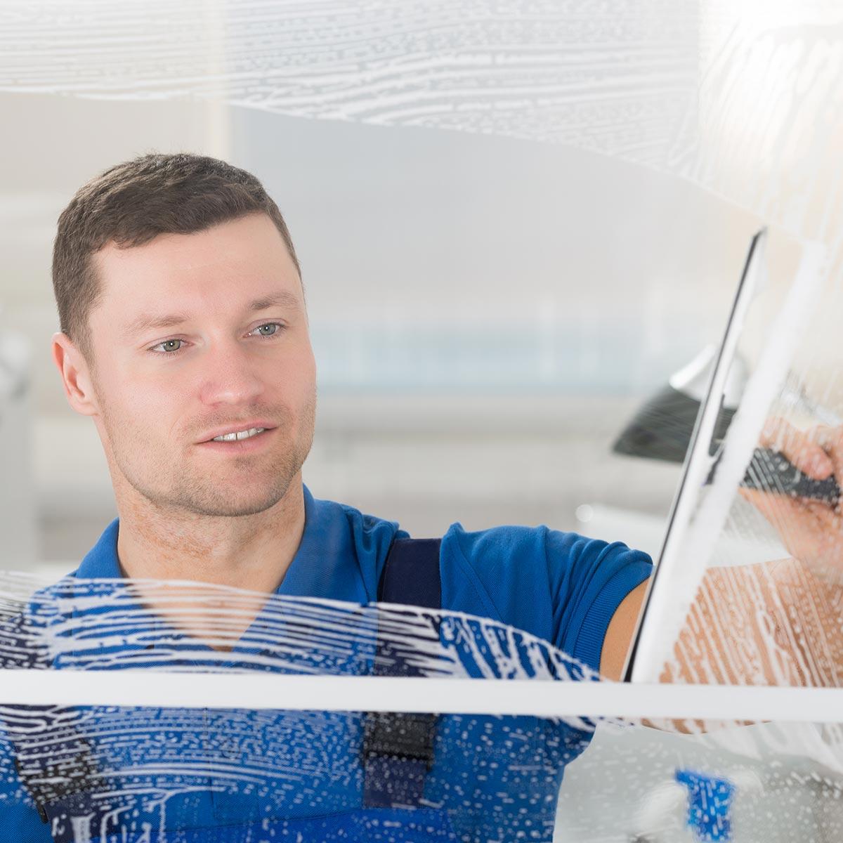 Fensterputzer Ingolstadt putzt zuverlaääsig Fenster in privaten Haushalten.